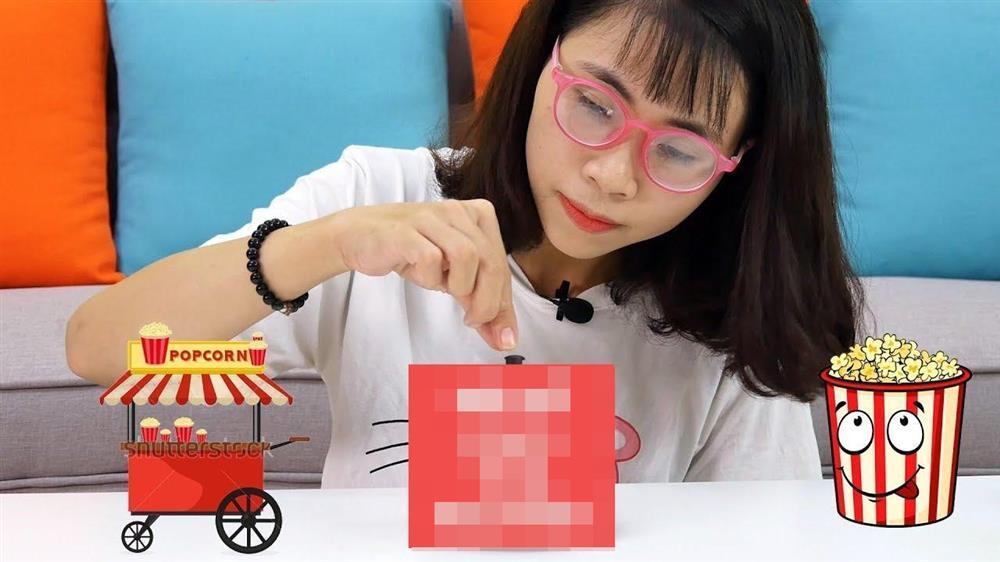 Hai món phụ kiện bất di bất dịch của Youtuber Thơ Nguyễn-3