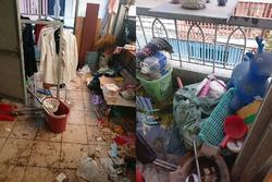 Phòng trọ kinh hoàng của 4 nữ sinh: Sàn bẩn thỉu, rác nhét 3 bao chưa hết