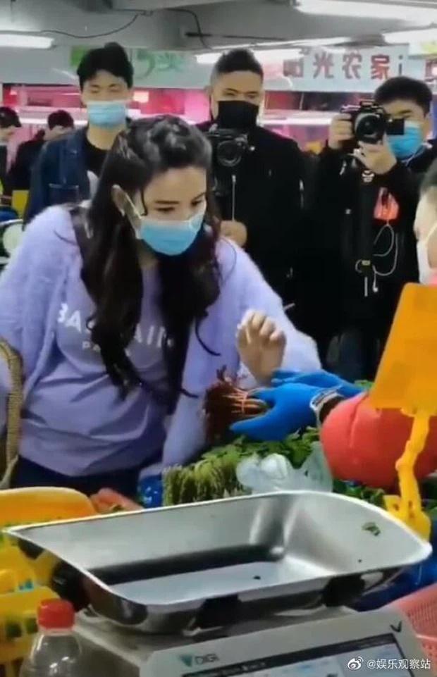 Trương Bá Chi lộ vòng 2 bất thường giữa tin đồn tái hợp Tạ Đình Phong-3