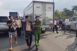 Thanh niên nghi ngáo đá, lái xe lạng lách, cầm dao thách thức CSGT