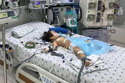 Bé gái đột ngột nguy kịch sau 3 ngày sốt cao