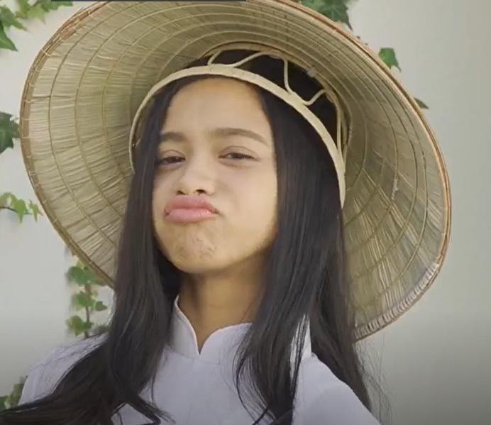 Diễn viên Ran Sakita đưa cả nón lá Việt Nam vào phim người lớn-3