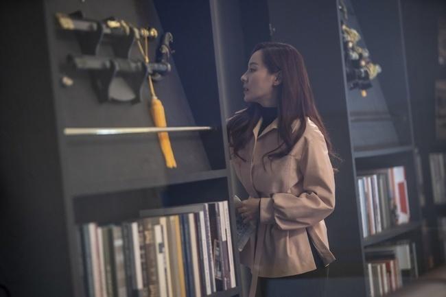 Điều gì khiến ác nữ Cheon Seo Jin quỳ gối trong tập 7 Penthouse 2?-5