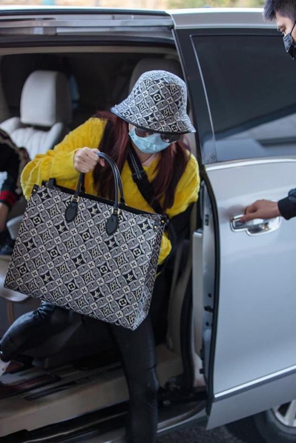 Trương Bá Chi lấy túi hiệu che bụng giữa tin đồn tái hôn Tạ Đình Phong-4
