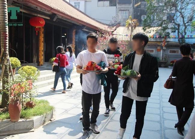 2 thanh niên rủ nhau đi chùa Hà cầu duyên và cái kết cười ra nước mắt-3