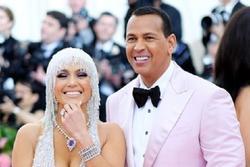 Jennifer Lopez chia tay hôn phu kém tuổi