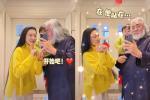 Ông trùm phim Kim Dung: Hết thời đi livestream bán vàng, 70 tuổi lấy vợ đáng tuổi con-10