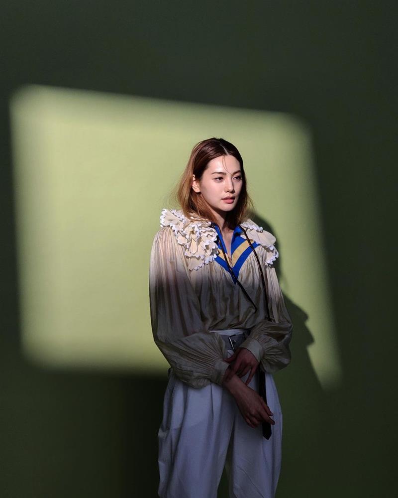 Style sao Hàn: Lee Da Hee trẻ trung, ác nữ Penthouse diện đồ bình dân vẫn sang chảnh-10