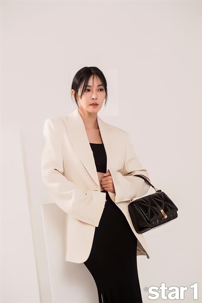 Style sao Hàn: Lee Da Hee trẻ trung, ác nữ Penthouse diện đồ bình dân vẫn sang chảnh-2