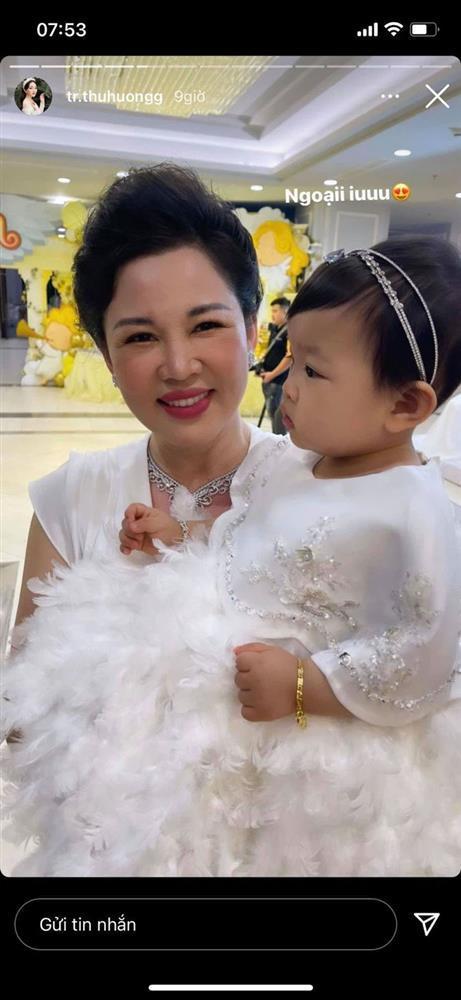 Cô dâu 200 cây vàng tổ chức tiệc sinh nhật chuẩn rich kid cho con gái 1 tuổi-5