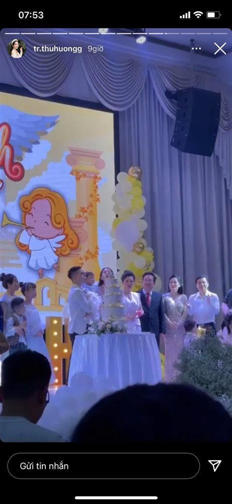 Cô dâu 200 cây vàng tổ chức tiệc sinh nhật chuẩn rich kid cho con gái 1 tuổi-2