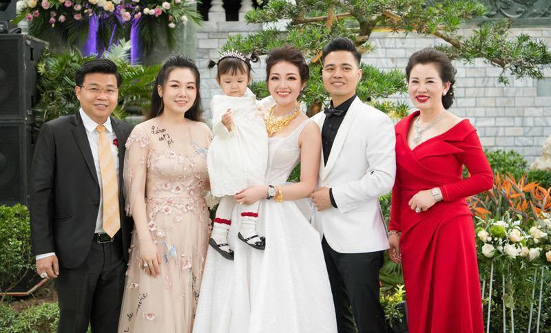 Cô dâu 200 cây vàng tổ chức tiệc sinh nhật chuẩn rich kid cho con gái 1 tuổi-4