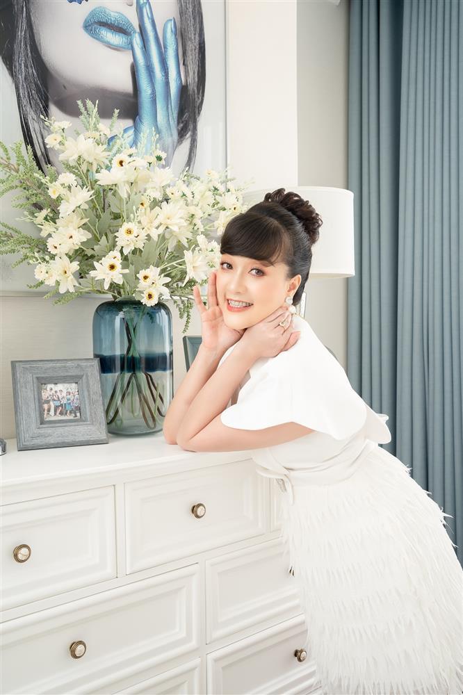 Vân Dung gây sốt với nhan sắc thương hiệu top 15 Hoa hậu Việt Nam-6
