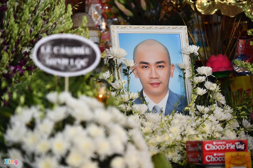 Trường Giang, Nhã Phương viếng chuyên gia trang điểm Minh Lộc-1