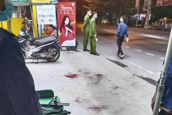 Thanh niên bị truy sát, chém gục giữa phố-1