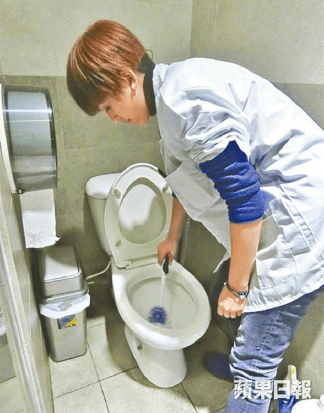 Sao hạng A Trung Quốc hết thời đi dọn vệ sinh, làm bia ôm-5