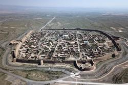 Pháo đài cổ 400 tuổi nằm giữa hoang mạc