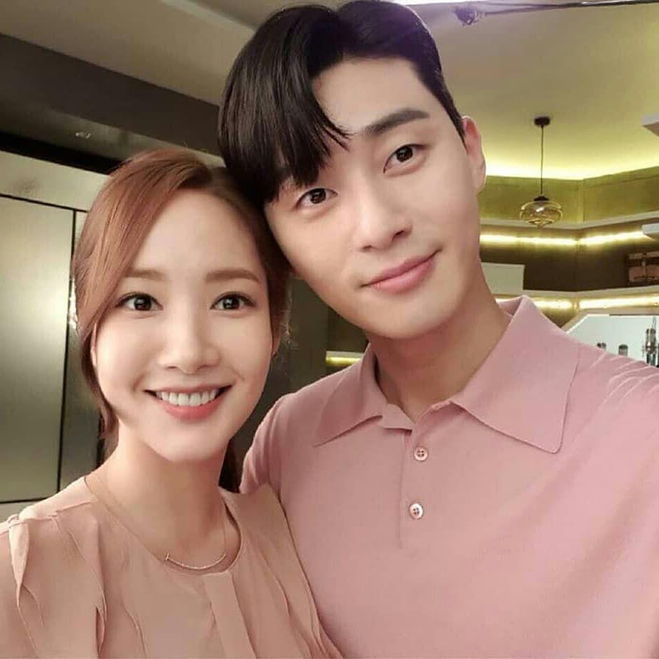 Park Min Young - Park Seo Joon bị soi diện đồ đôi tình tứ-6