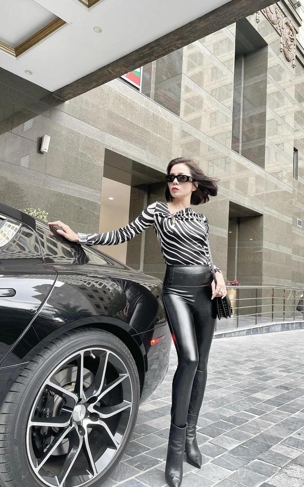 Lệ Quyên nắm chặt tay Lâm Bảo Châu, check in trong siêu xe 6 tỷ-2