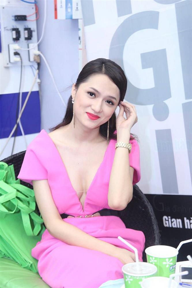 Hà Hồ, Mai Phương Thúy sến sẩm vì son hồng cánh sen