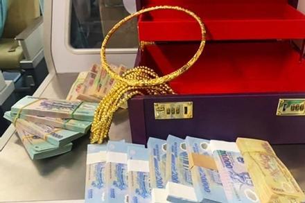 Hành khách quên vali chứa 12 cọc tiền, nhiều vòng vàng từ TP HCM về Vinh