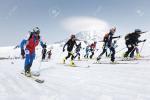 Hàng nghìn người mặc bikini trượt tuyết ở Nga-1