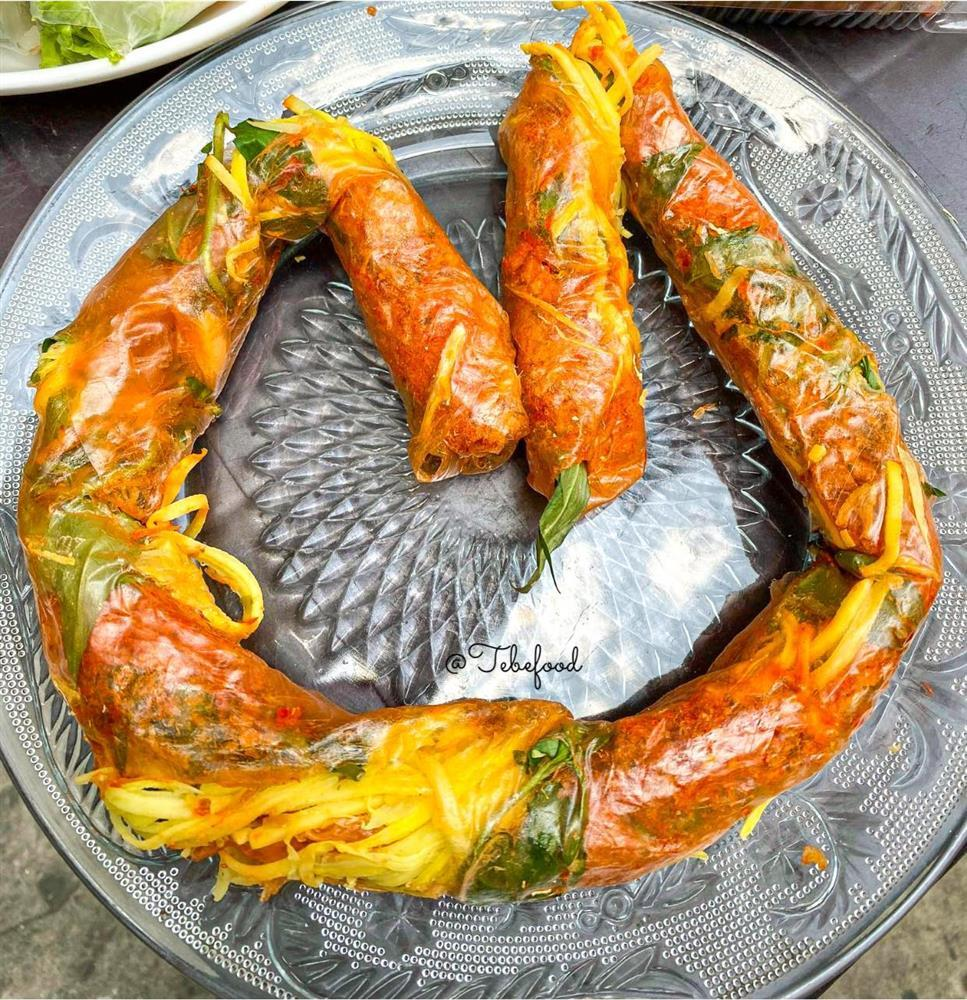 Phát sốt với bánh tráng cuốn dài 1 mét ở Sài Gòn-2