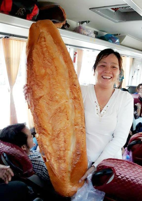 Phát sốt với bánh tráng cuốn dài 1 mét ở Sài Gòn-5