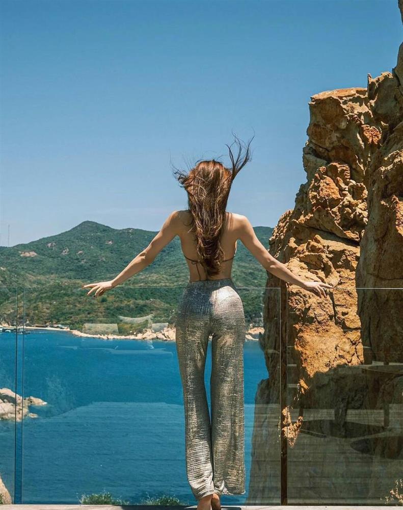 Hồ Ngọc Hà diện bikini khoe vòng 1 căng đét chuẩn bỉm sữa-4