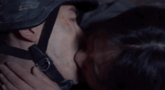Trai ngoan Bạch Kính Đình đánh mất nụ hôn đầu vì vai diễn-5