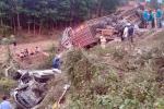 Xe container gây tai nạn khi đổ đèo, nhiều người rơi xuống vực