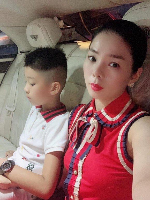 Cậu ấm cô chiêu nhà Lệ Quyên, Trương Ngọc Ánh dát hàng hiệu từ nhỏ-9