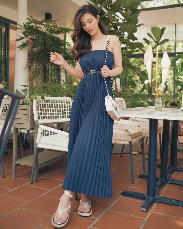 Đông Nhi - Đàm Thu Trang đụng hàng sandal 27 triệu nhưng style khác biệt-2