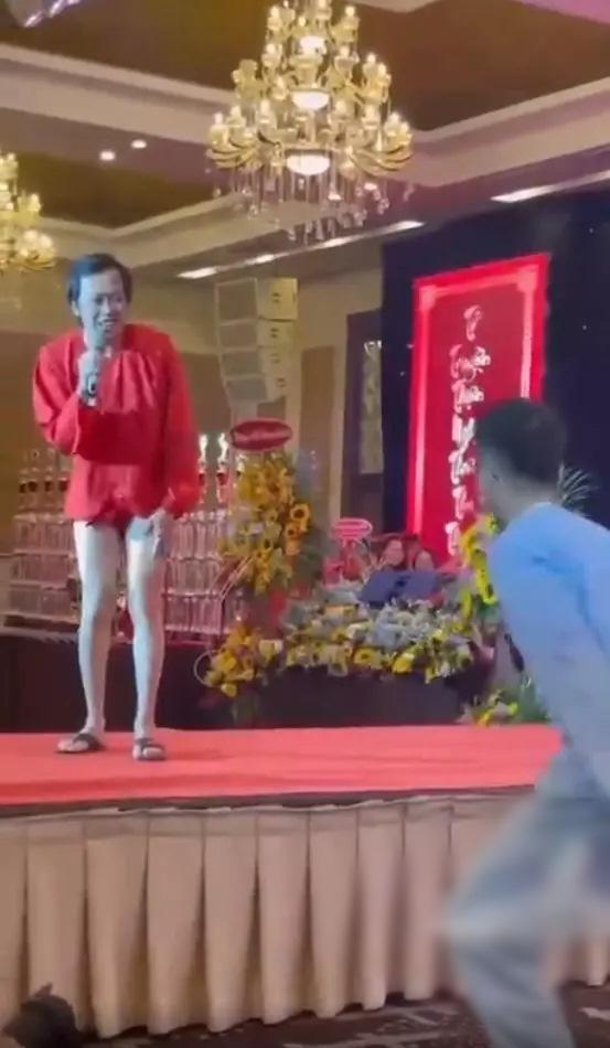 Không chỉ Hoài Linh, Duy Khánh cũng sở hữu chân nuột khó tin-1