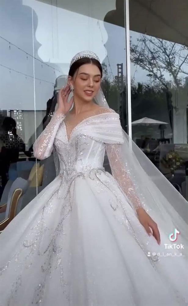Nghi vấn thủ môn Bùi Tiến Dũng chuẩn bị làm đám cưới với mẫu nữ 2k2-4