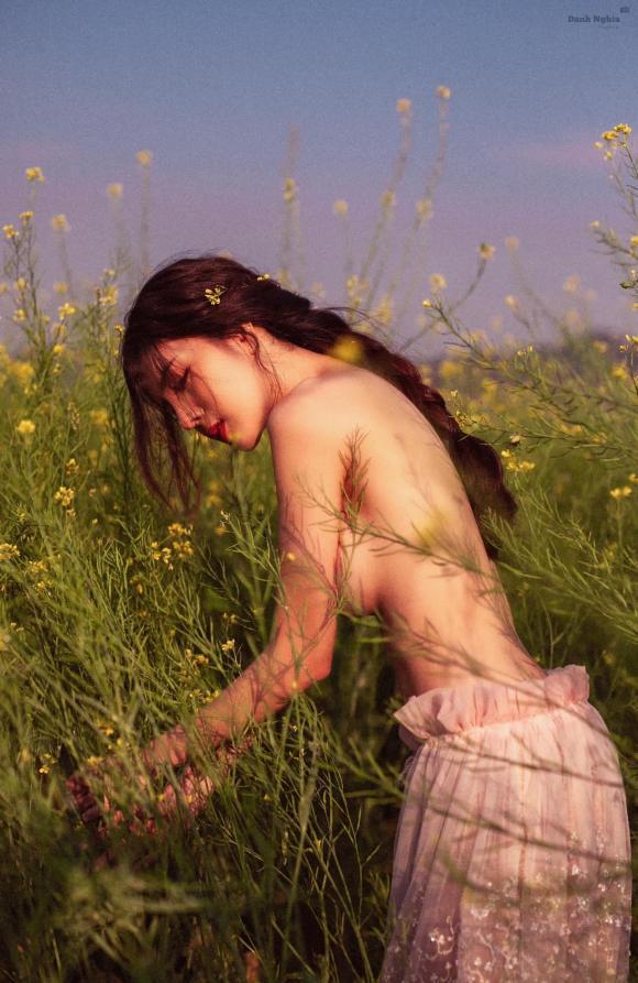 Gái xinh gây sốc khi công khai khoe ảnh bán nude bên vườn cải-2