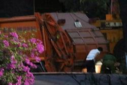 Thi thể nam giới không còn nguyên vẹn trong thùng xe chở rác