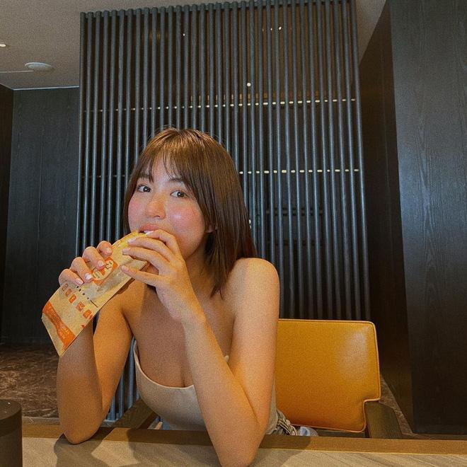 Mẫn Tiên bon chen mốt khoe chân ngực như Ngọc Trinh, Chi Pu-1