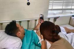 Hùng Dũng gọi video call cho con trai trước khi phẫu thuật