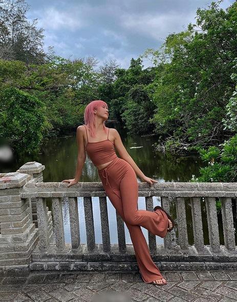 Chi Pu - Quỳnh Anh Shyn cạch mặt vẫn có gu thời trang đồng điệu-3