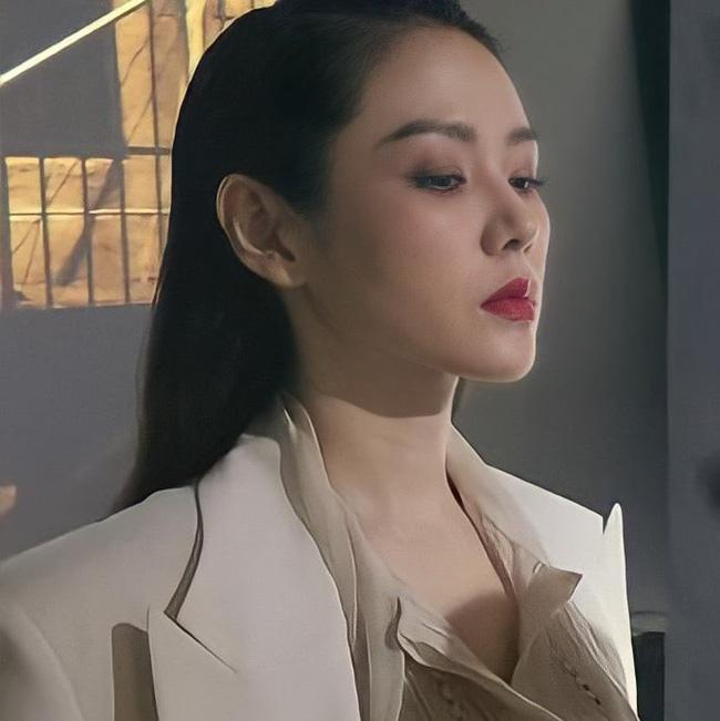 Bóc trần nhan sắc thật của Son Ye Jin ở tuổi U40 qua ảnh chụp cận mặt-2