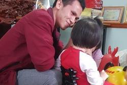 Khoảnh khắc bé gái rơi tầng 13 lần đầu gặp mặt bố nuôi Nguyễn Ngọc Mạnh