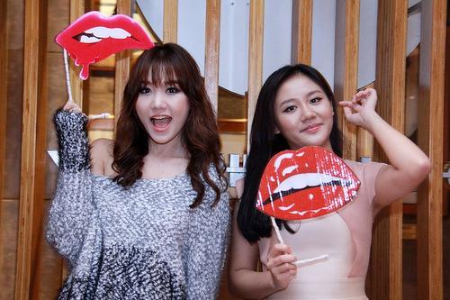 Văn Mai Hương gây lú trong bức ảnh chụp cùng Hari Won-3