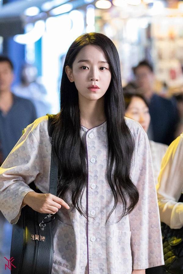 Shin Hye Sun bị tẩy chay vì đóng Mr. Queen-3