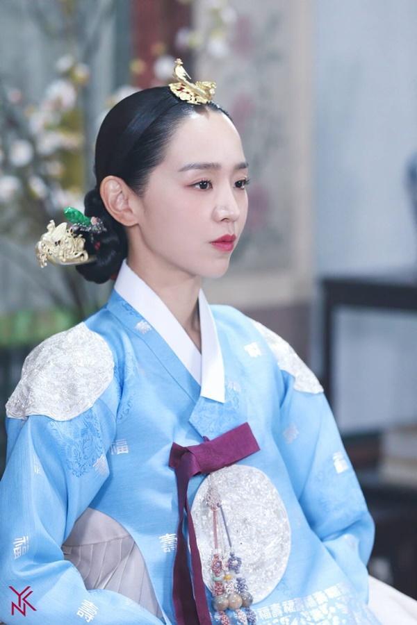 Shin Hye Sun bị tẩy chay vì đóng Mr. Queen-4