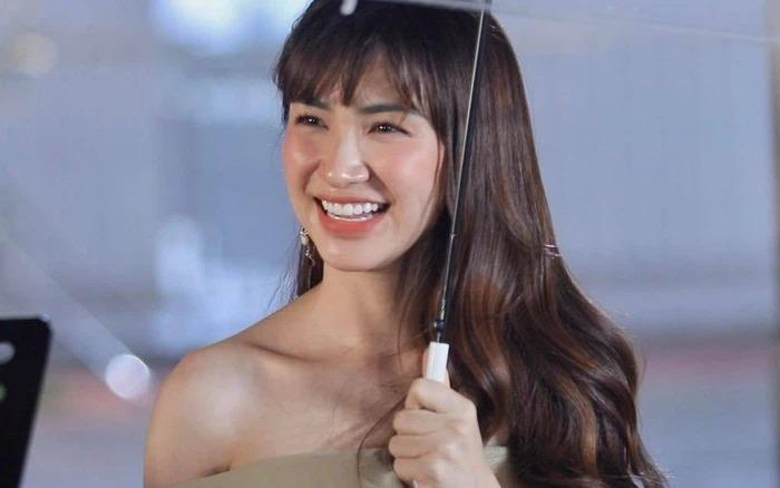 Tip hô biến tóc tém thành tóc dài không hề giả trân của Hòa Minzy-4