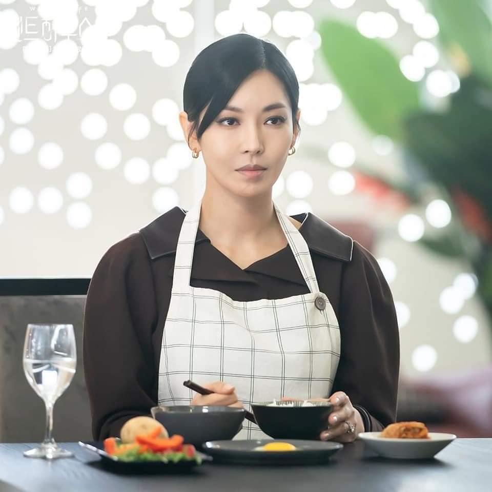 Ác nữ Cheon phải làm việc như người ở trong tập 11 Penthouse 2-4