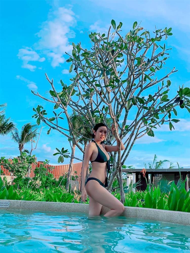 Diện bikini, Á hậu Thúy Vân bị soi photoshop hack eo thon-2