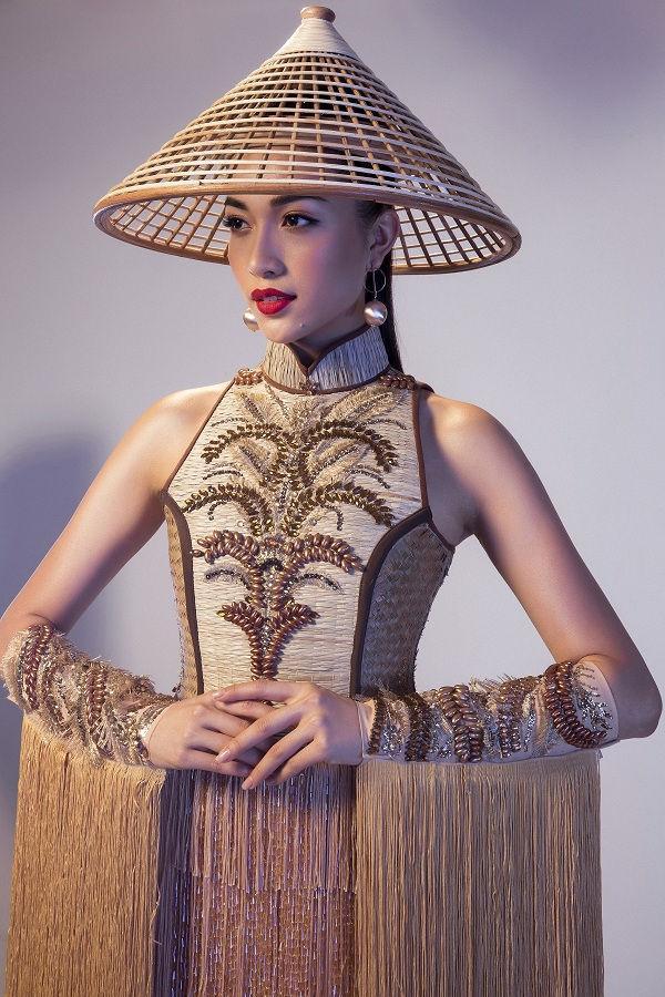 Toát mồ hôi Quốc phục khổng lồ của người đẹp Việt đi thi quốc tế-5
