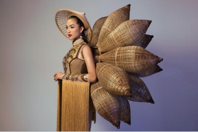 Toát mồ hôi Quốc phục khổng lồ của người đẹp Việt đi thi quốc tế-7